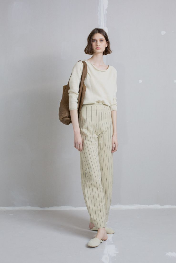 Off-white top with Kassar pants