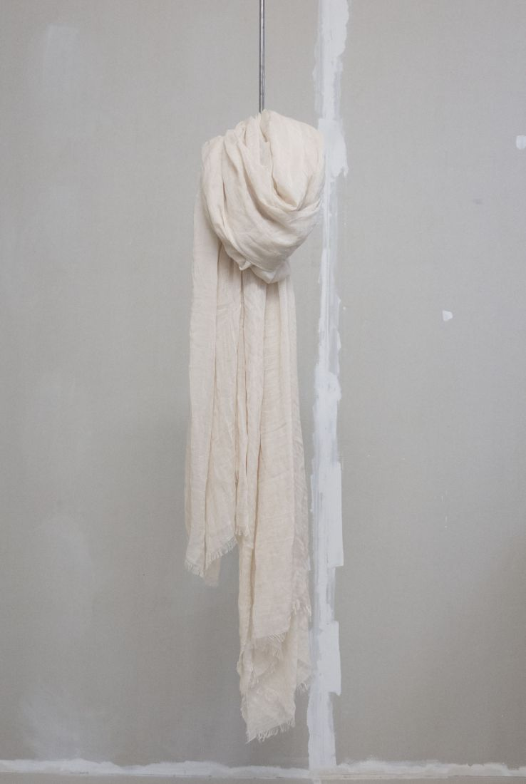 Cashmere and silk blend off-white foulard, AW18 collection – Cortana Moda