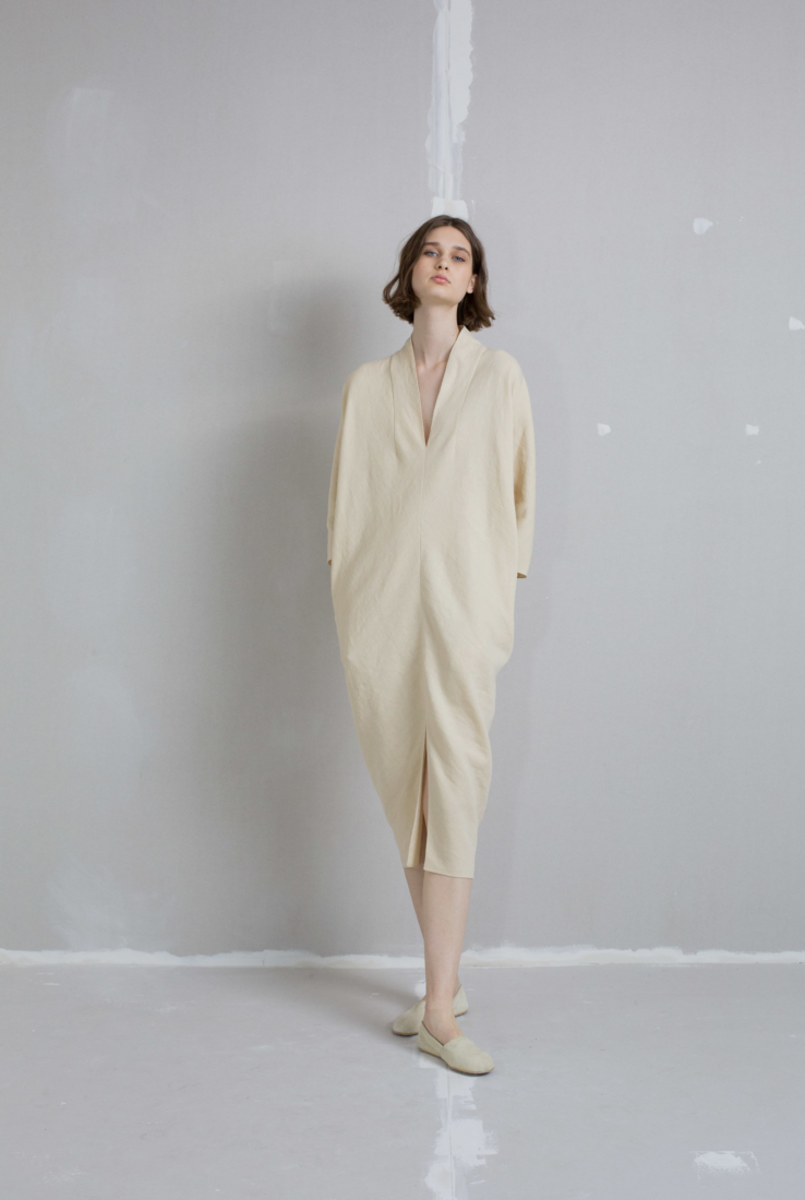 Tunis, vestido beige en lana y lino, AW18 collection – Cortana Moda